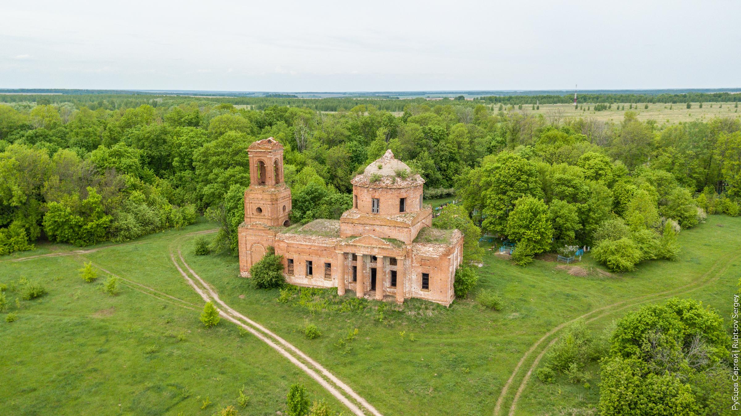 Заброшенный храм с росписями в Павловском