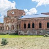 Случайно наткнулся на разрушенный храм в Суворове
